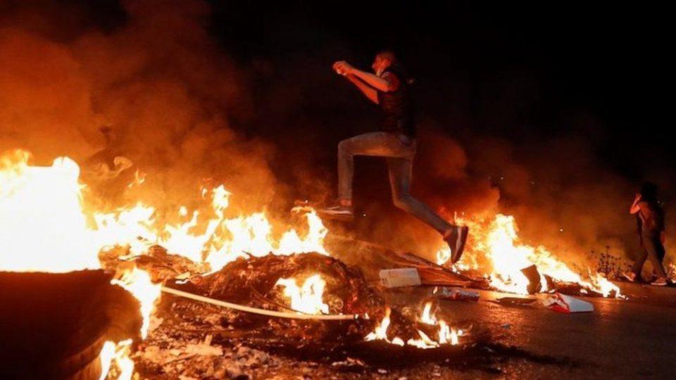 Μαίνονται οι συγκρούσεις στη Μέση Ανατολή-Παλαιστίνιοι απομακρύνονται