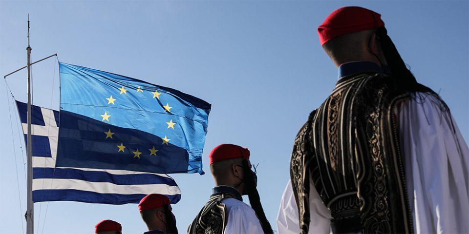 Ημέρα της Ευρώπης: Έπαρση της σημαίας της Ελλάδας και της ΕΕ στην Ακρόπολη [εικόνες]