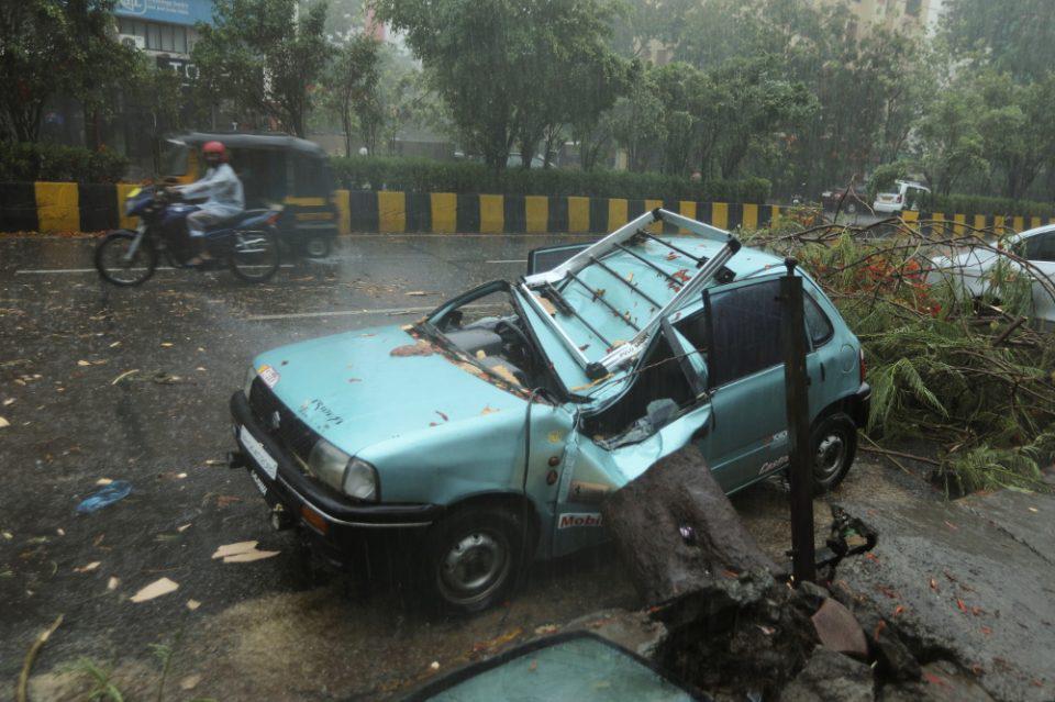 Ο κυκλώνας Tauktae σαρώνει την Ινδία: 12 άνθρωποι έχασαν τη ζωή τους
