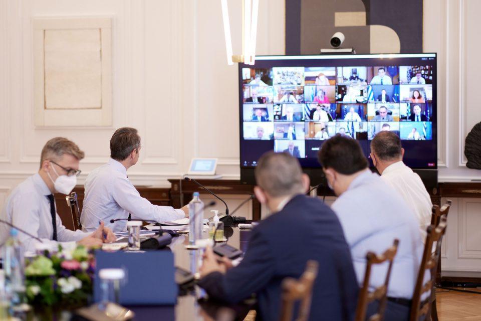 Σε εξέλιξη το υπουργικό συμβούλιο: Τα «καυτά» θέματα της ατζέντας - «Θεσμικά οπλισμένοι μπαίνουμε στην μετα-Covid εποχή»