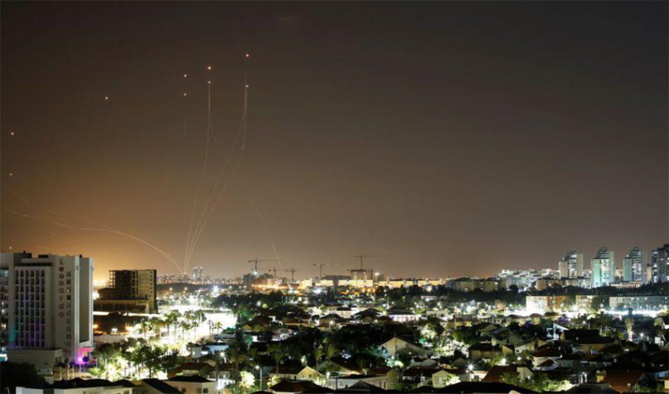 «Βροχή» από ρουκέτες έπληξε το Τελ Αβίβ - Ήχησαν οι σειρήνες [βίντεο]