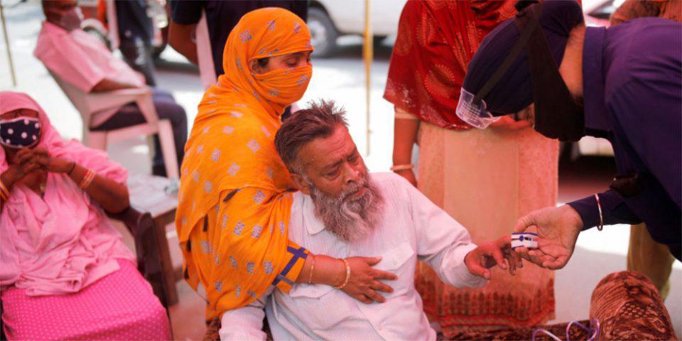 Κορωνοϊός: Η Ινδία «τρέχει» να εγκρίνει το εμβόλιο της Pfizer