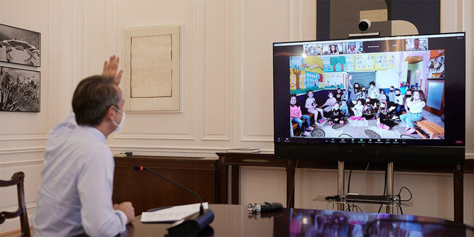 Μητσοτάκης: Τηλεδιάσκεψη με 17 μαθητές του Νηπιαγωγείου Πάχνης