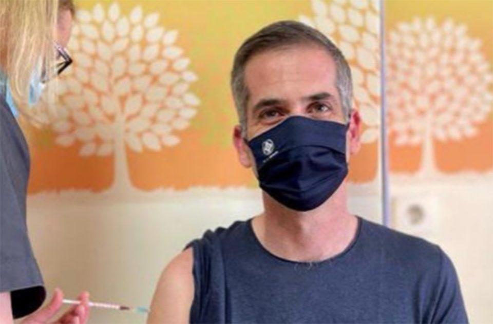Με AstraZeneca εμβολιάστηκε ο Κώστας Μπακογιάννης