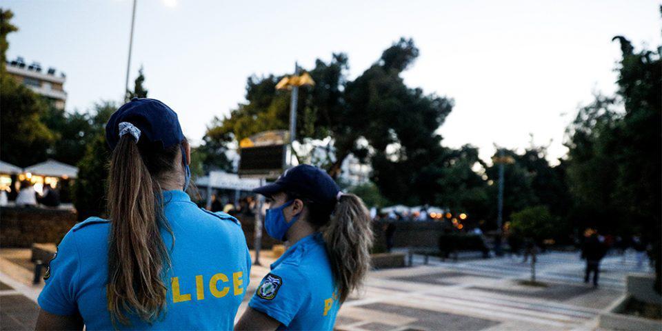 Νέα Σμύρνη: Έλεγχοι στην πλατεία για την αποφυγή συνωστισμού [εικόνες]
