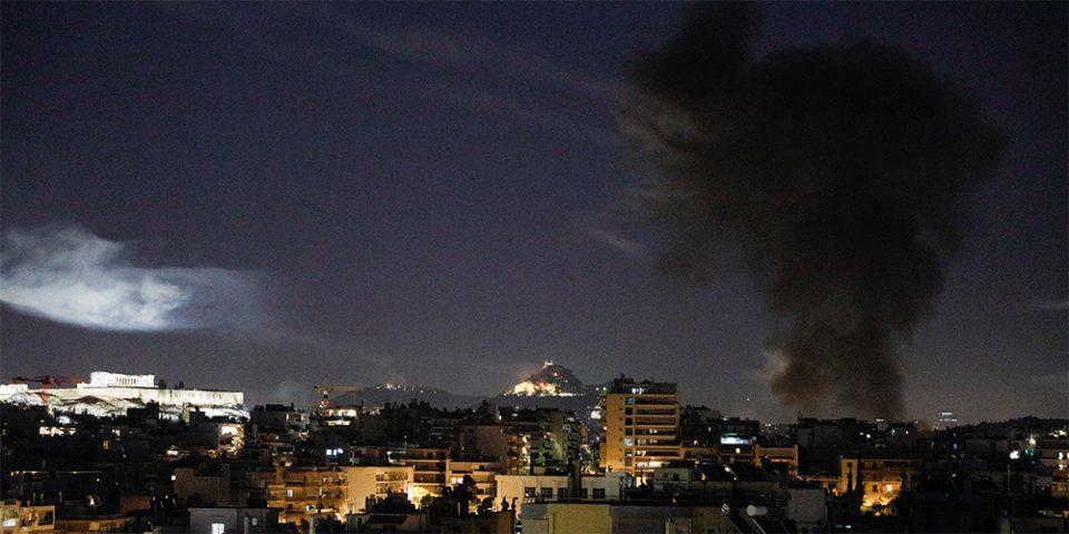 Ανάσταση με… βεγγαλικά και φωτιές στον Νέο Κόσμο