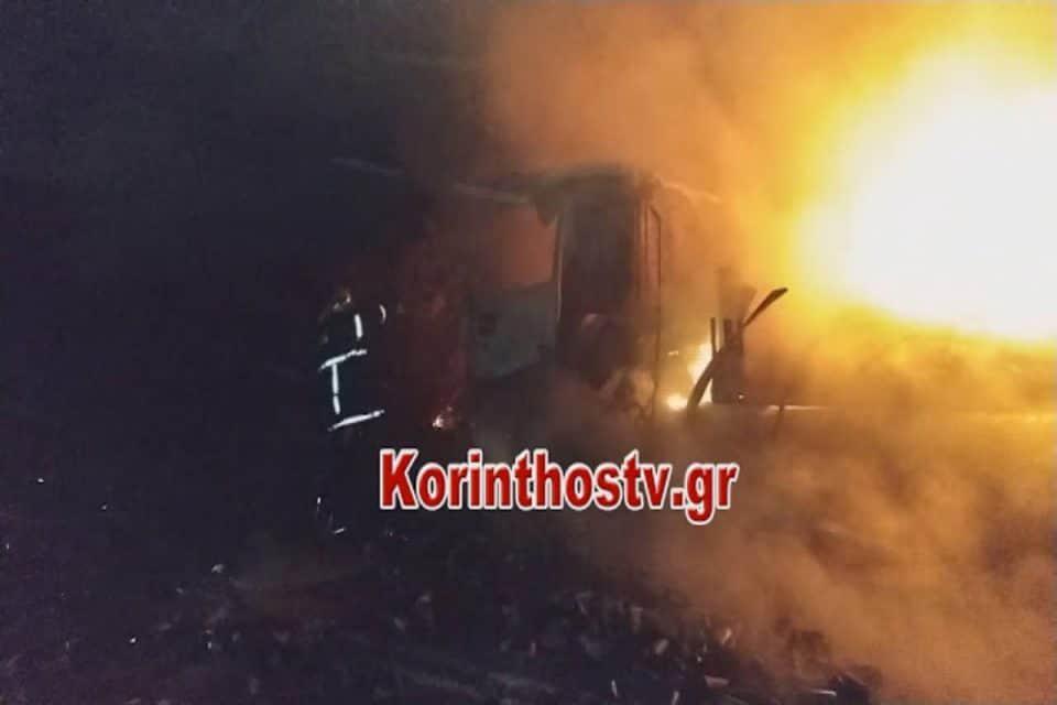Φωτιά σε νταλίκα εν κινήσει στην παλαιά E.O Αθηνών-Κορίνθου - Συναγερμός στην Πυροσβεστική [video]