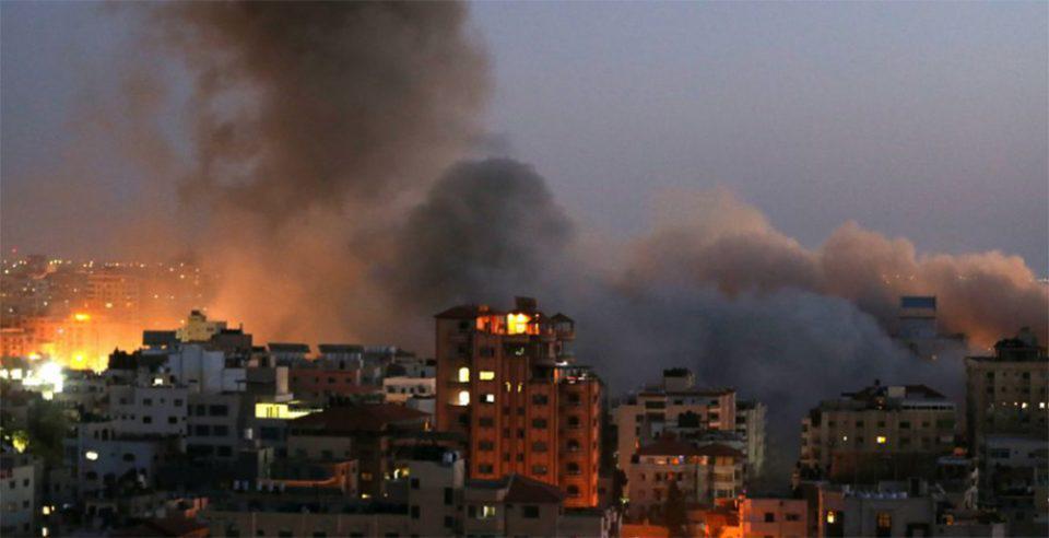 Κατέρρευσε κτήριο 13 ορόφων στη Γάζα έπειτα από βομβαρδισμό