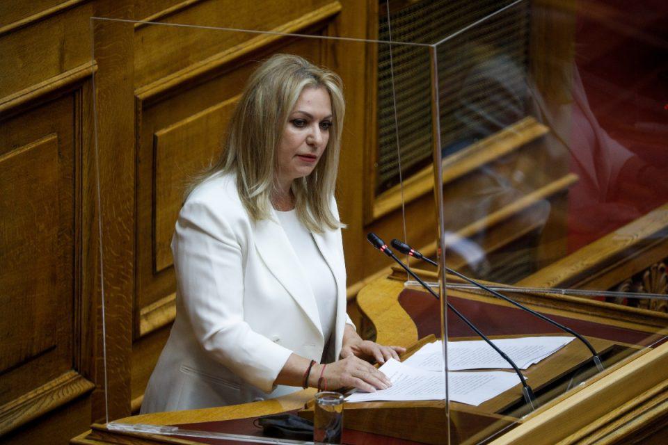 Συνεπιμέλεια: Στη Βουλή το νομοσχέδιο - «Βάση διαλόγου και συνεννόησης μεταξύ των γονέων» λέει η Μάνη Παπαδημητρίου