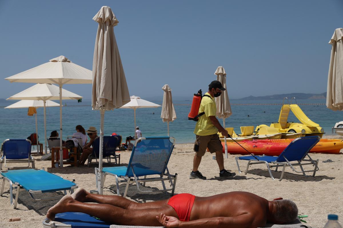 Άρση lockdown: «Βούλιαξαν» οι παραλίες σε Αθήνα και Θεσσαλονίκη - Μποτιλιάρισμα στην παραλιακή [βίντεο]