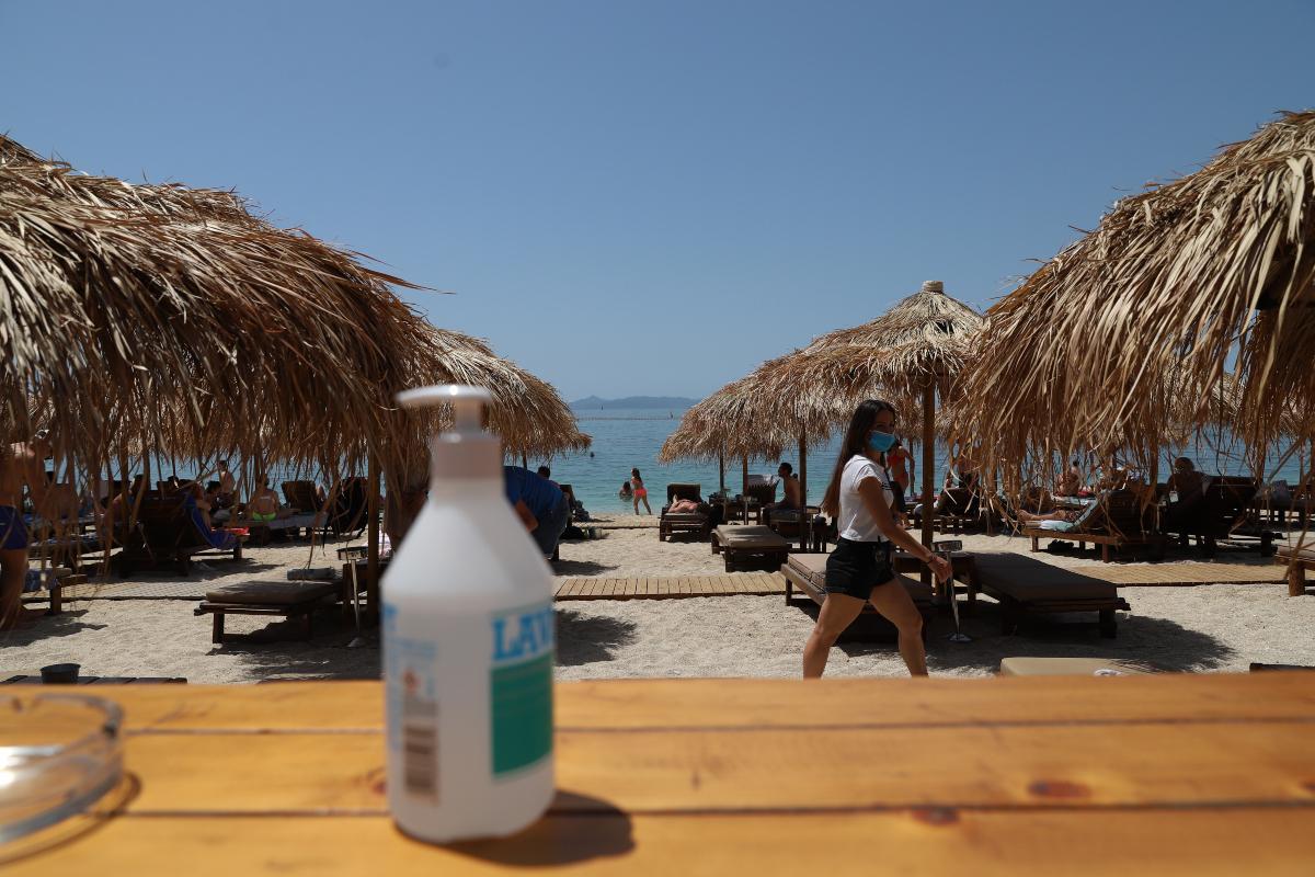 Άρση lockdown: «Βούλιαξαν» οι παραλίες σε Αθήνα και Θεσσαλονίκη - Μποτιλιάρισμα στην παραλιακή