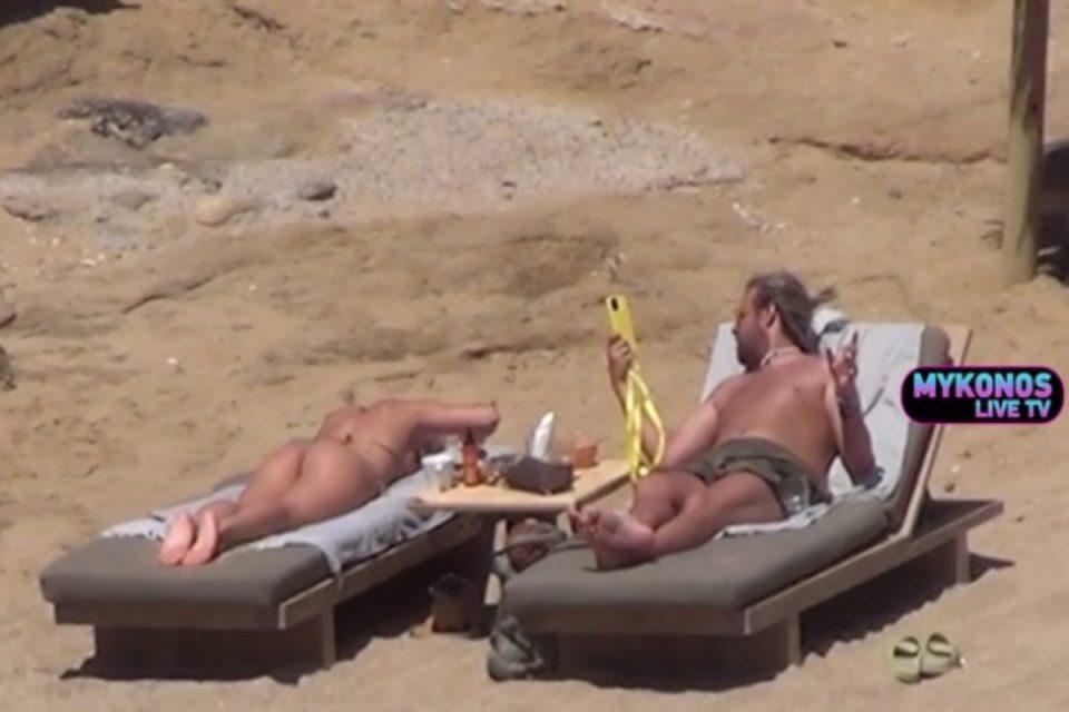 Τούνη: Πάρτε υπογλώσσια – Κάνει ηλιοθεραπεία και ποζάρει με ένα… μικρό μπικίνι [βίντεο]