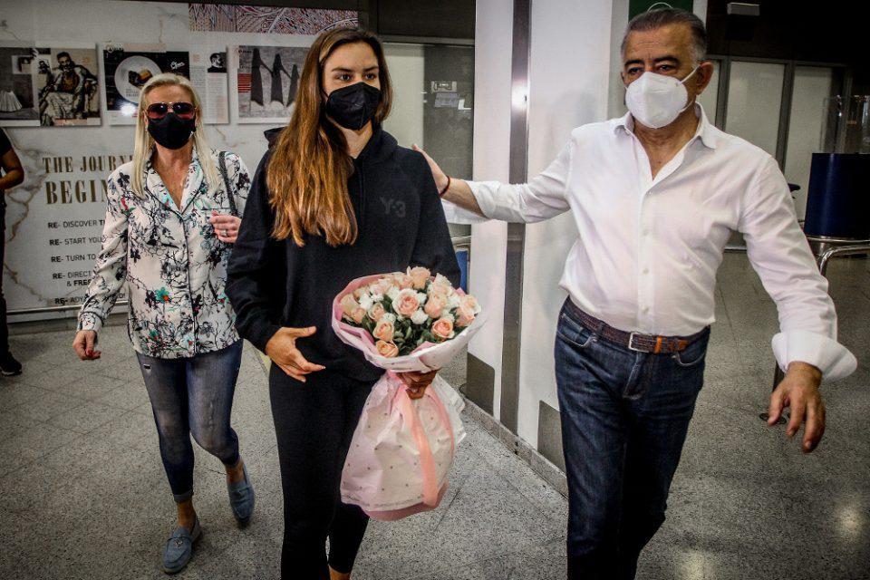 Μαρία Σάκκαρη: Επέστρεψε στην Αθήνα - «Ευχαριστώ όλους τους Ελληνες για την αγάπη που έλαβα»