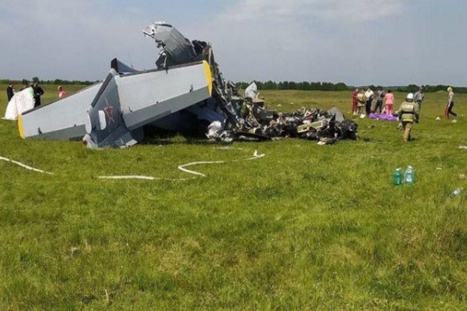 Τραγωδία στη Ρωσία: Εννέα άνθρωποι νεκροί και αρκετοί τραυματίες – Συνετρίβη δικινητήριο αεροπλάνο [βίντεο]