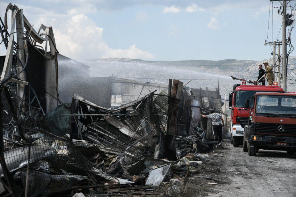 Φωτιά σε βυτιοφόρο στον Ασπρόπυργο: Τρεις τραυματίες μετά τις εκρήξεις