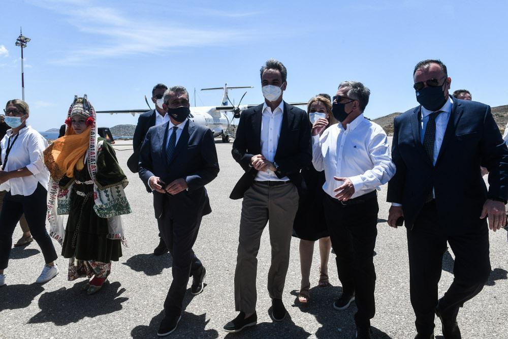 Στην Αστυπάλαια βρίσκεται ο πρωθυπουργός Κυριάκος Μητσοτάκης, για να δει από κοντά το επενδυτικό πρόγραμμα της αυτοκινητοβιομηχανίας Volkswagen, που στόχο έχει να μετατρέψει το νησί σε ενεργειακά αυτόνομο προορισμό.