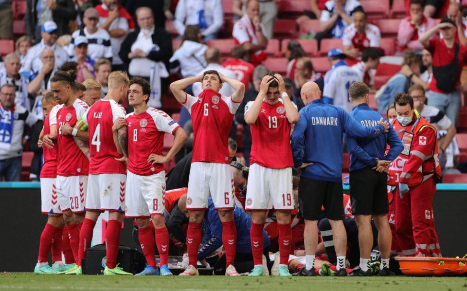 Euro 2021: Ο Έρικσεν μίλησε με τους συμπαίκτες και βγήκαν ξανά στο γήπεδο