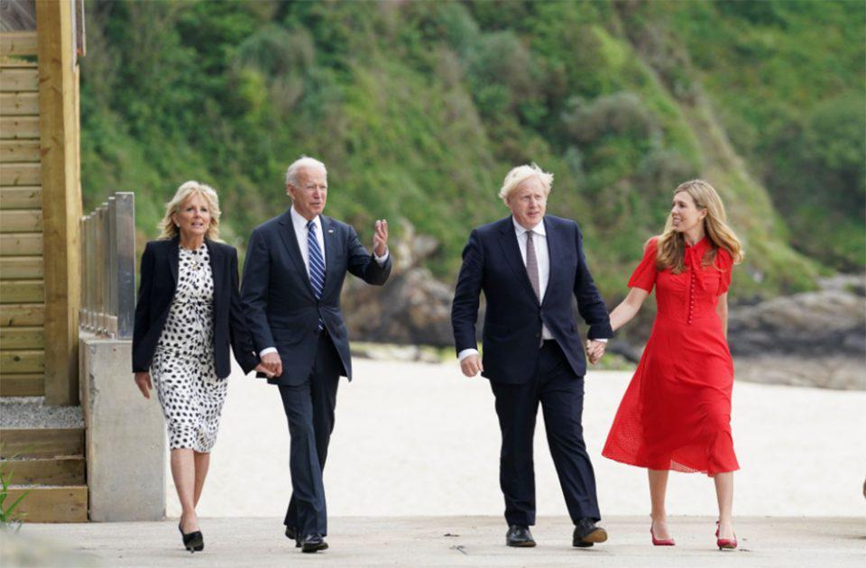 G7: Οι χαλαρές στιγμές των Μπάιντεν με τζιν και sneakers