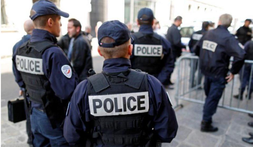 Συναγερμός στη Γαλλία για αυτοκίνητο που έπεσε σε θαμώνες καφετέριας