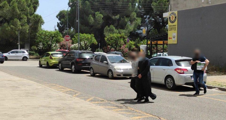 Αγρίνιο: Προφυλακιστέος ο ιερέας - Αρνείται τις κατηγορίες για παιδική πορνογραφία