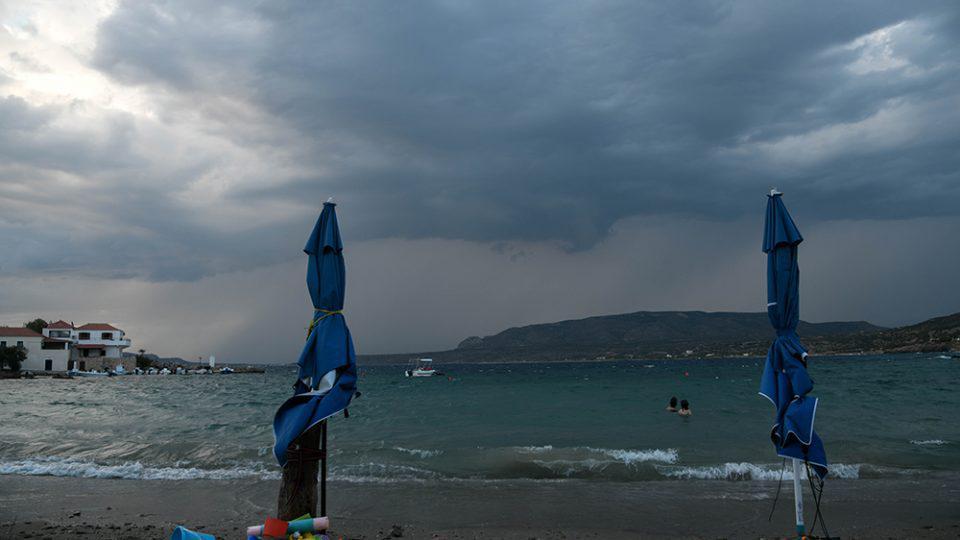 Καιρός - Αγίου Πνεύματος: Συννεφιά και βροχές σήμερα