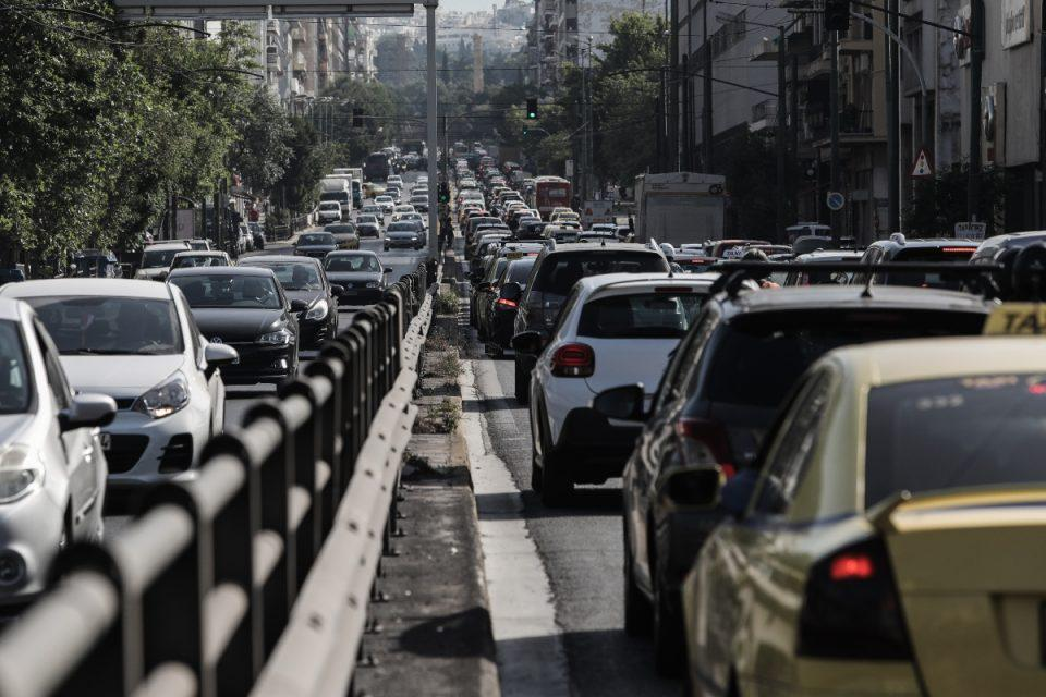 Κίνηση τώρα: Κυκλοφοριακό χάος στην παραλιακή λόγω τροχαίου [χάρτης]