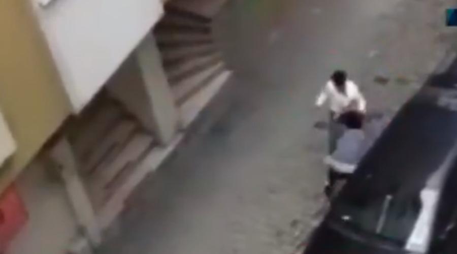 Τουρκία: Έδερνε την έγκυο γυναίκα του στη μέση του δρόμου