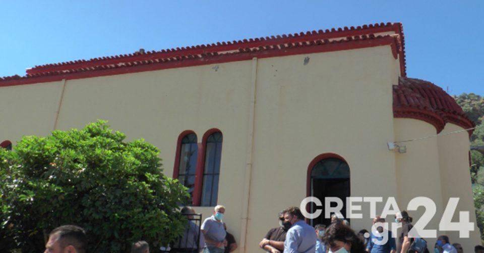 Κρήτη: Θλίψη στην κηδεία της 44χρονης Γλυκερίας [εικόνες]