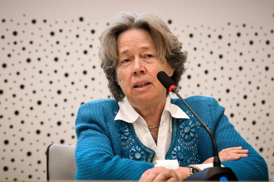 «Βόμβα» Λινού: Οι γυναίκες κάτω των 50 δεν πρέπει να κάνουν το Johnson & Johnson - Τα γνωρίζαμε για το AstraZeneca