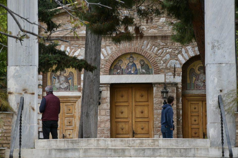 ΣΟΚ στη Μονή Πετράκη: Πρώην ιερέας έριξε βιτριόλι σε έξι Μητροπολίτες – Μεταφέρθηκαν εσπευσμένα στο «Λαϊκό»