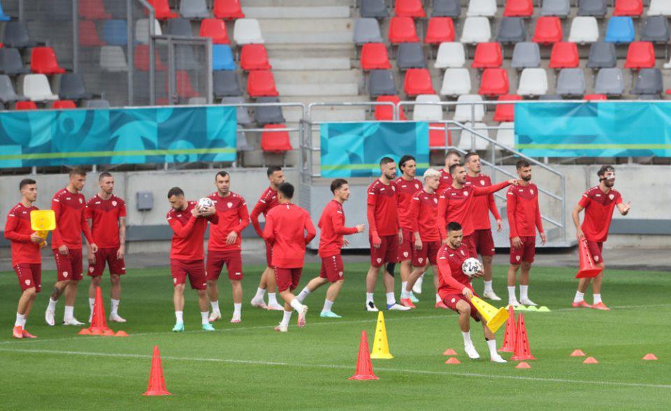 Euro 2020: «Απασφάλισε» ο Δένδιας - «Η Ελλάδα δεν το δέχεται η Βόρεια Μακεδονία να αγωνιστεί με αυτές τις φανέλες»