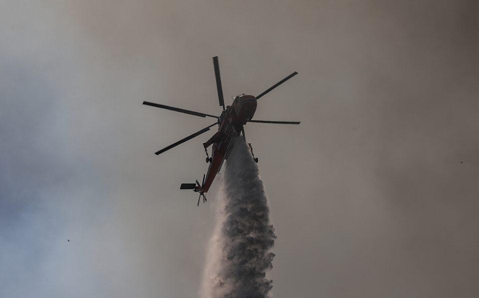 Σε εξέλιξη η πυρκαγιά στην Ανατολική Μάνη – Γλίτωσε το Γύθειο