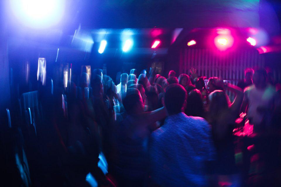 Άλιμος: Εισαγγελική παρέμβαση για το κορονοπάρτι σε beach bar
