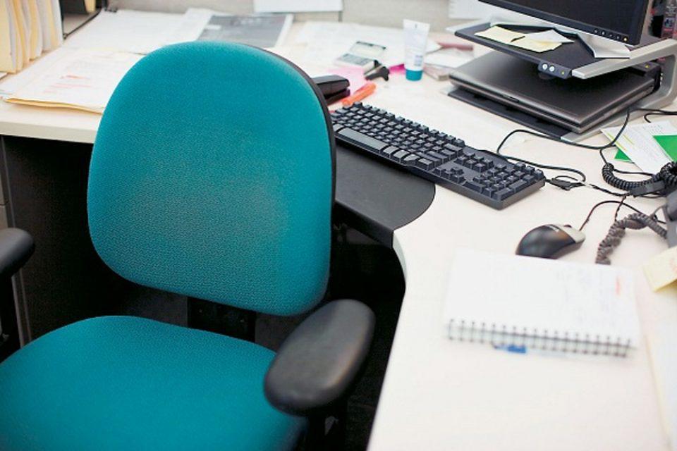 Καύσωνας - ΥΠΕΣ: Ποιοι δημόσιοι υπάλληλοι μπορούν να μην πάνε στις δουλειές τους