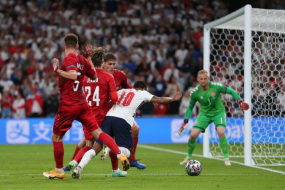 Euro 2020: «Καμπάνα» στην Αγγλία για το λέιζερ στον Σμάιχελ – Η ποινή της UEFA