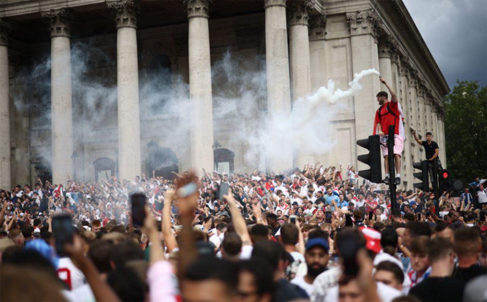 Euro 2020: «Ολέθριο» το θέαμα με φιλάθλους χωρίς μάσκες