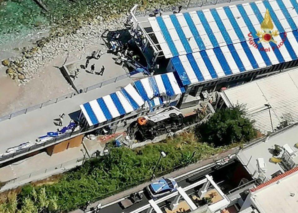 Ιταλία: Πτώση λεωφορείου σε χαράδρα - Ένας νεκρός, δεκαεννέα τραυματίες
