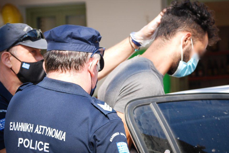 Φολέγανδρος: Στον Πειραιά ο δολοφόνος της Γαρυφαλλιάς - Μεταφέρεται στις φυλακές Κορυδαλλού