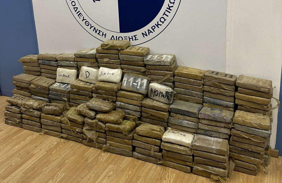 Εντοπίστηκαν 351,7 κιλά κοκαΐνης σε κοντέινερ στο λιμάνι του Πειραιά
