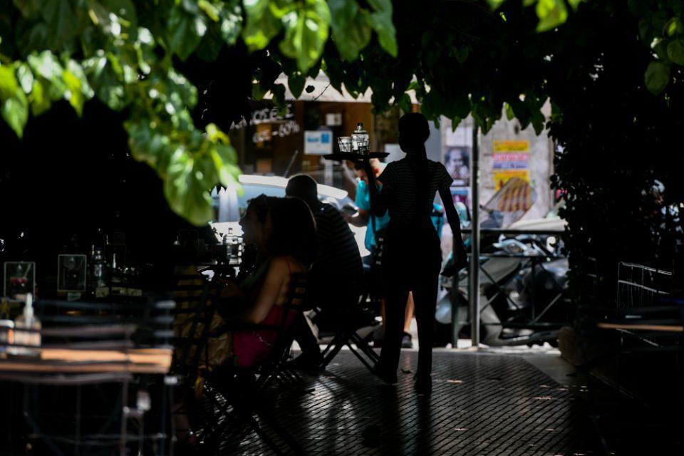 Καύσωνας: Αυτά είναι τα έκτακτα μέτρα προστασίας των εργαζόμενων – Ποιους αφορά