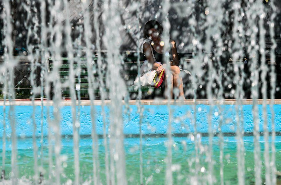 Καύσωνας: «Καμίνι» η χώρα - Στους 43,3 βαθμούς ο υδράργυρος