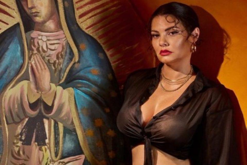 Μαρία Κορινθίου: Η σέξι φωτογραφία δίπλα στην Παναγία προκάλεσε το «κράξιμο» από τους followers