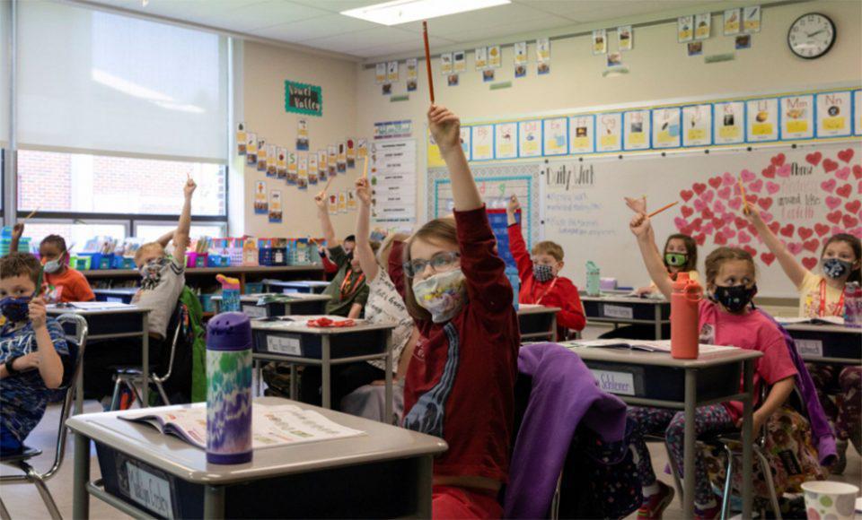 CDC: Οι εμβολιασμένοι μαθητές και εκπαιδευτικοί χωρίς μάσκα στο σχολείο