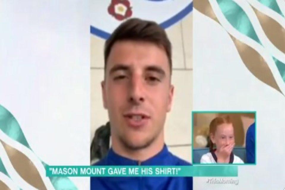 Euro 2020: Ο Μάουντ έστειλε μήνυμα στην πιτσιρίκα που ξετρελάθηκε με τη φανέλα του [βίντεο]