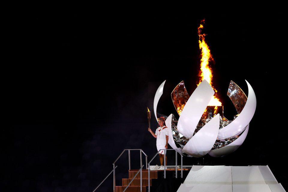 Ολυμπιακοί Αγώνες: Συγκίνηση στο Ολυμπιακό Στάδιο - Η στιγμή που η Ναόμι Οσάκα άναψε τον βωμό