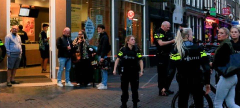 Ολλανδία: Μάχη για να κρατηθεί στη ζωή δίνει ο δημοσιογράφος