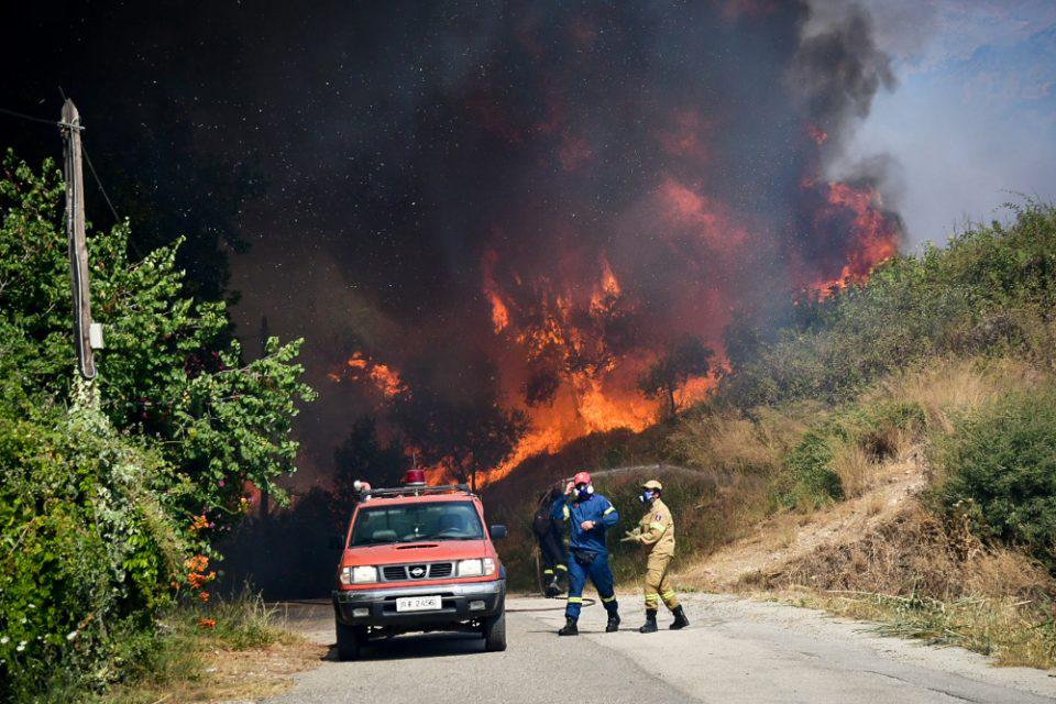 Φωτιά στην Πάτρα: Προληπτική εκκένωση στην περιοχή του Προφήτη Ηλία