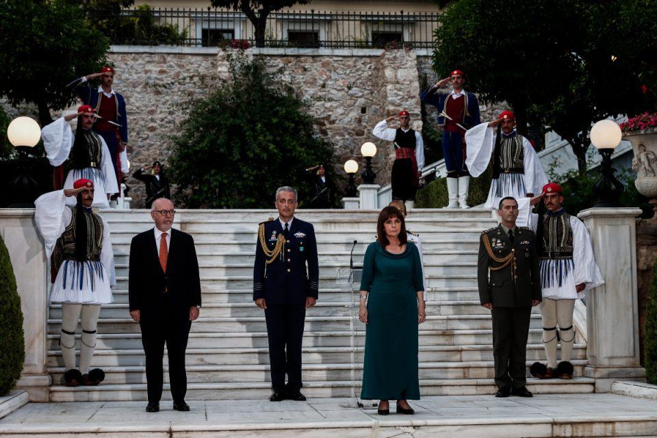 Προεδρικό Μέγαρο: Δεξίωση με συμβολικές παρουσίες για την αποκατάσταση της Δημοκρατίας – Τι συζητήθηκε στα «πηγαδάκια»