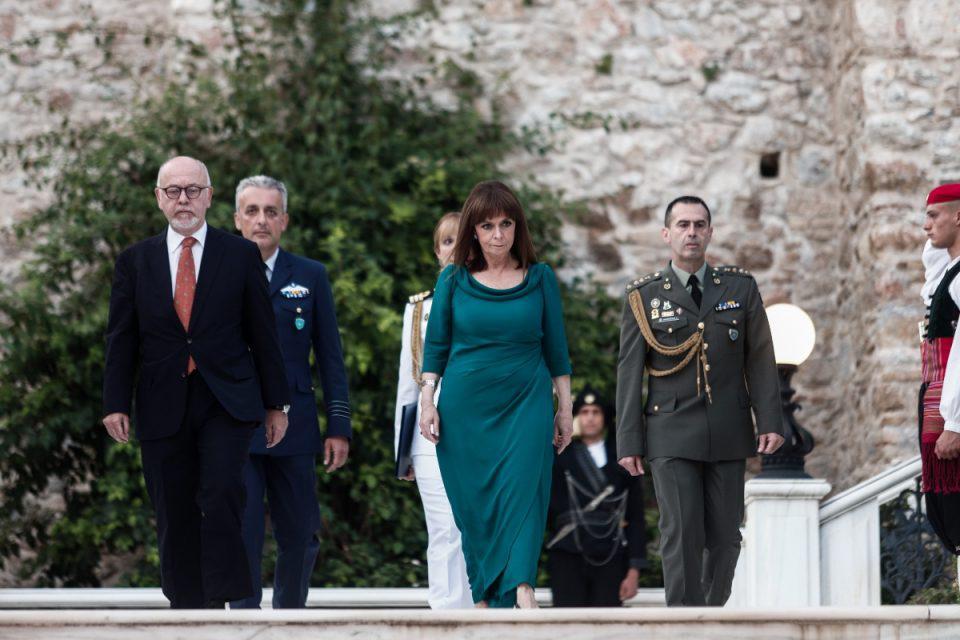 47η επέτειος της Αποκατάστασης της Δημοκρατίας - Σακελλαροπούλου: Η τραγωδία της Κύπρου παραμένει το πιο μεγάλο τραύμα του Ελληνισμού