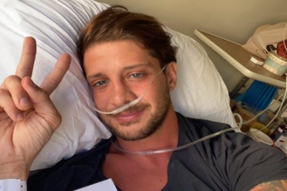 Ηλίας Μπόγδανος: Εξαντλημένος ο πρώην παίκτες του Survivor – Η νέα φωτογραφία από το νοσοκομείο
